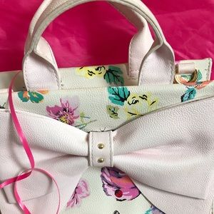 Betsey Johnson New New Floral Handbag w/ Bow.